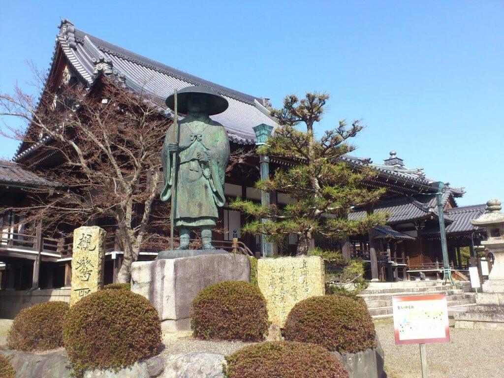 錦織寺の親鸞聖人の像
