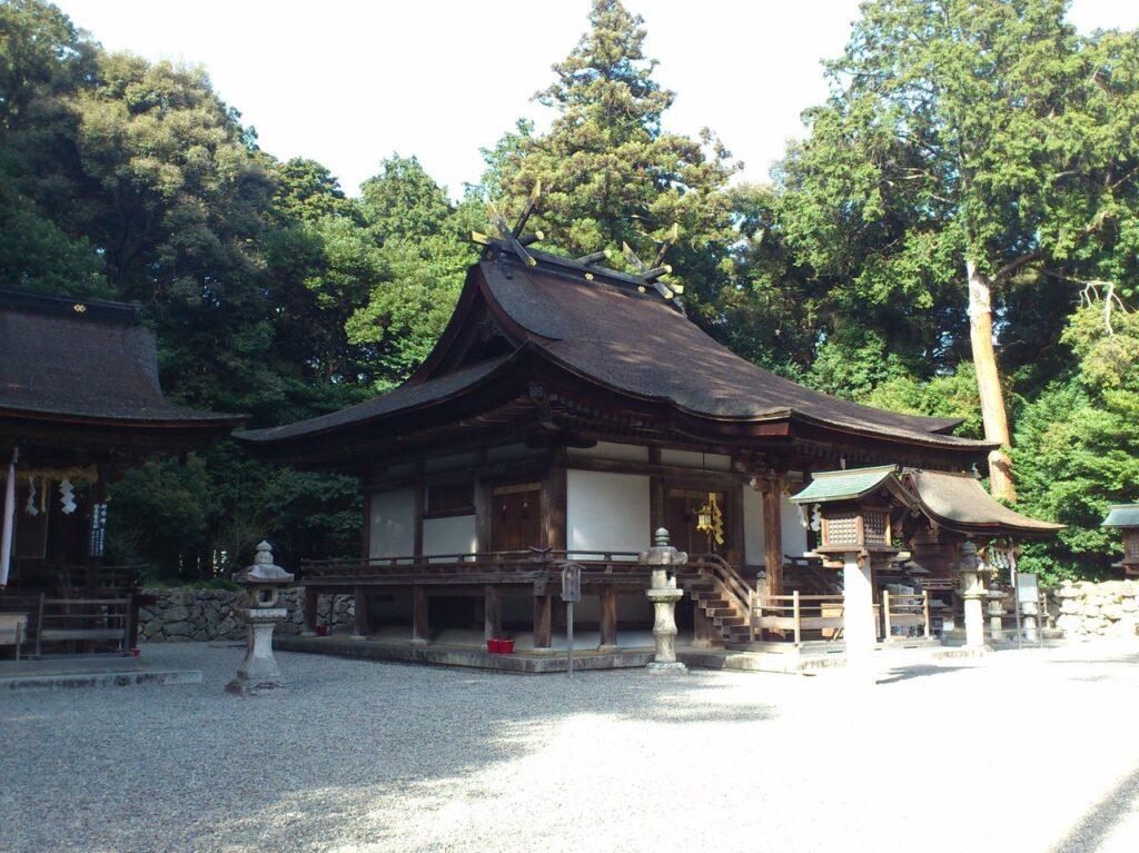御上神社の本殿と摂社