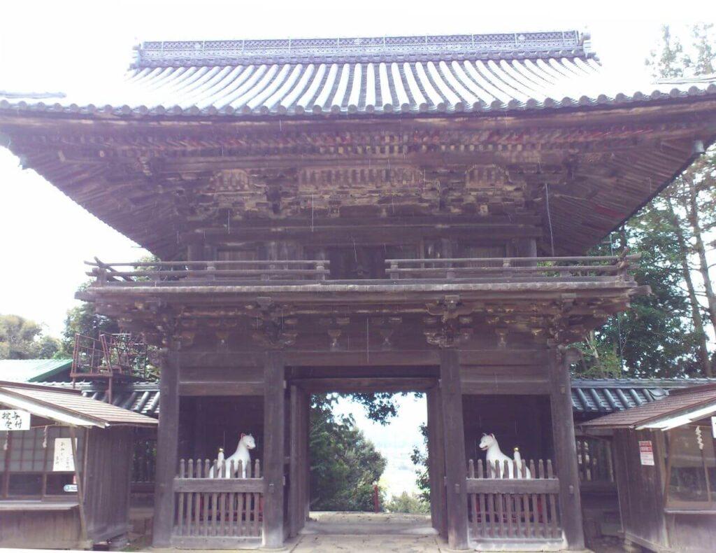 大洞弁財天の楼門