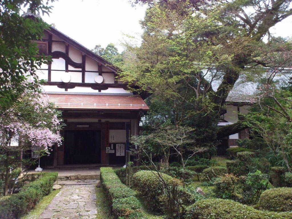 龍潭寺の本堂入口