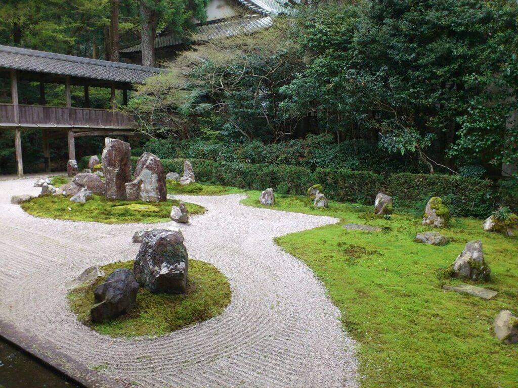 龍潭寺の枯山水(右から)