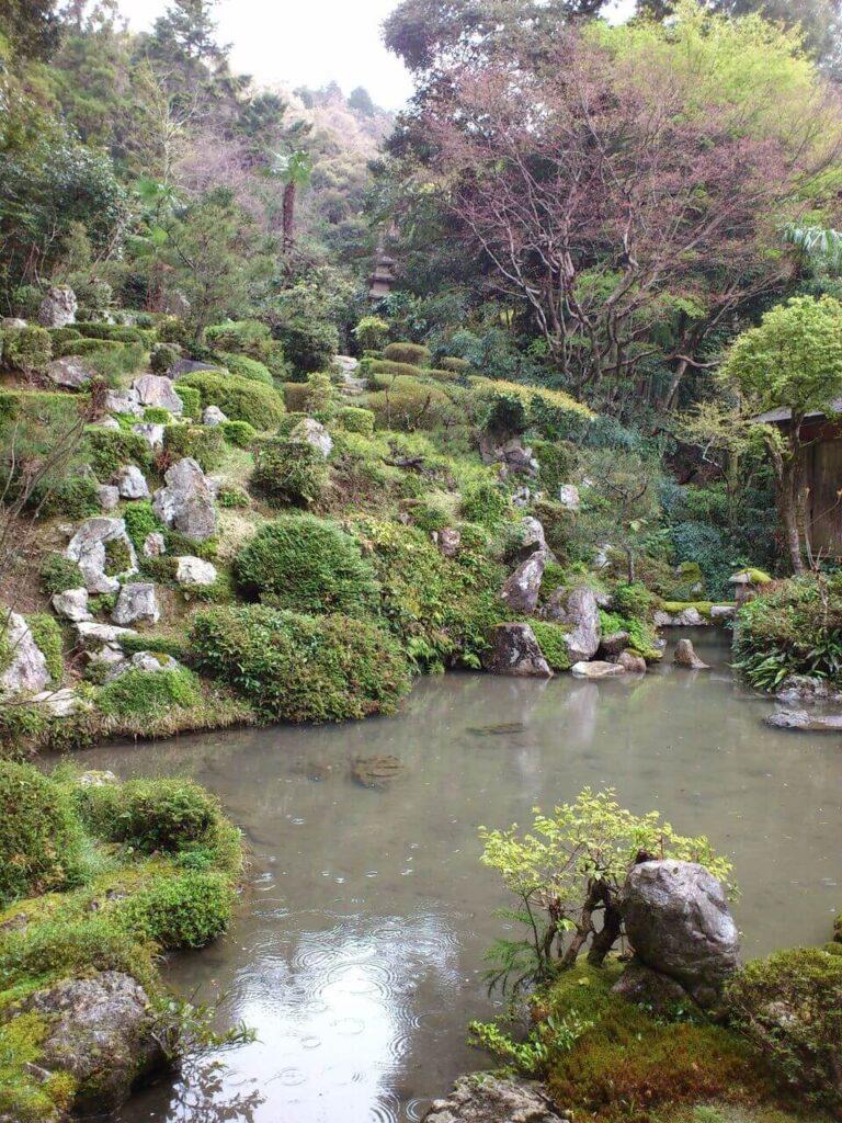 龍潭寺の書院東側の庭園