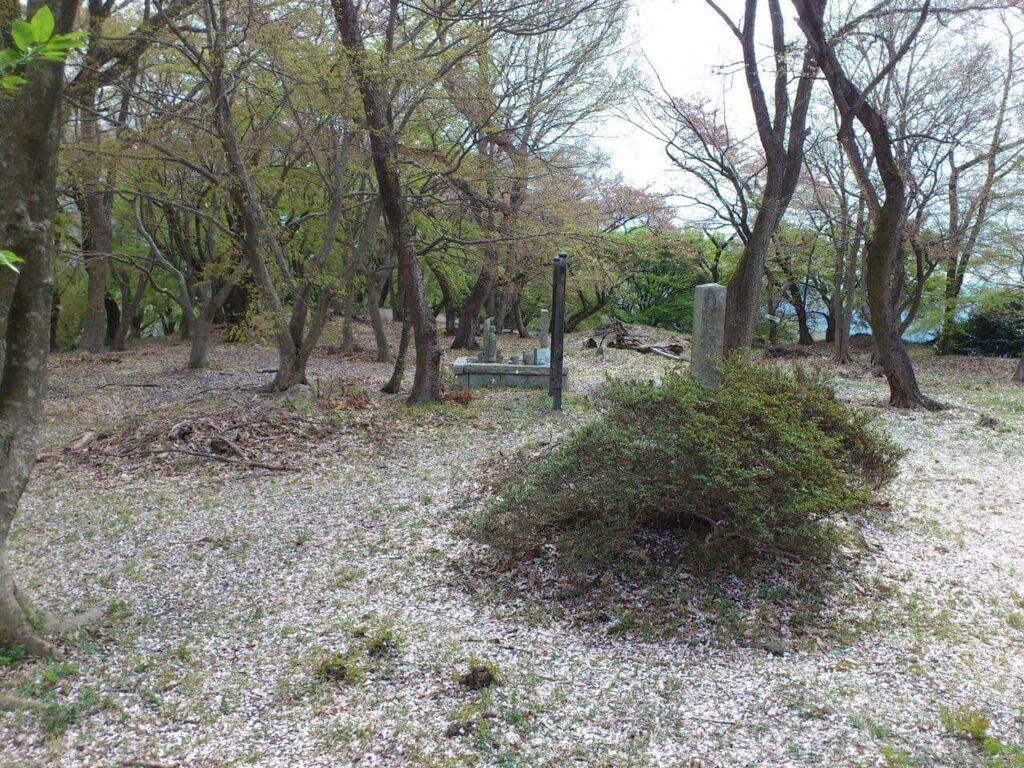 佐和山城跡の頂上