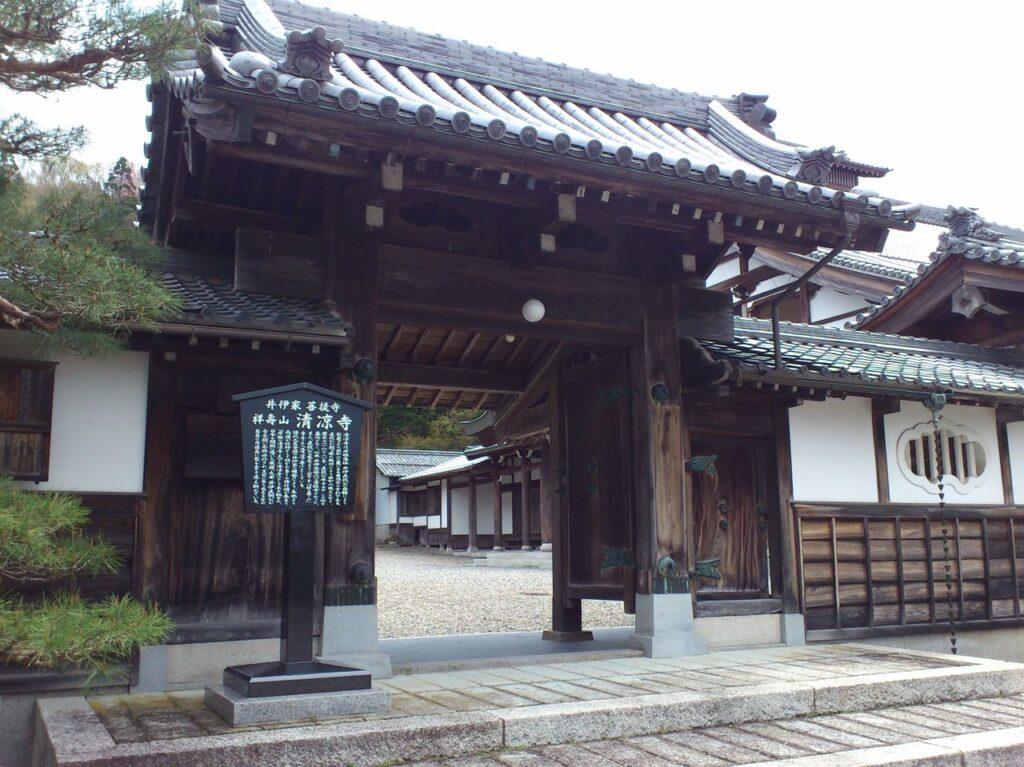 清凉寺の山門