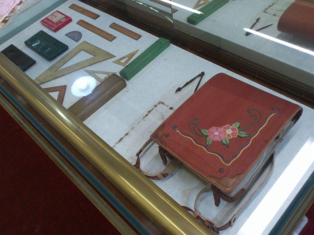 昔のランドセルと文房具