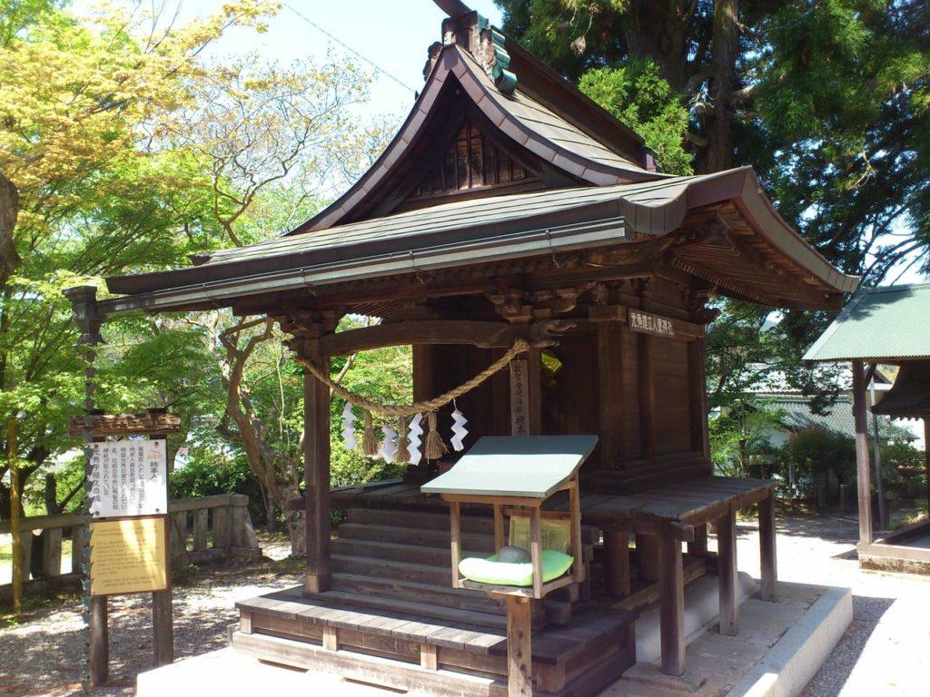 柿本人麻呂神社の社殿