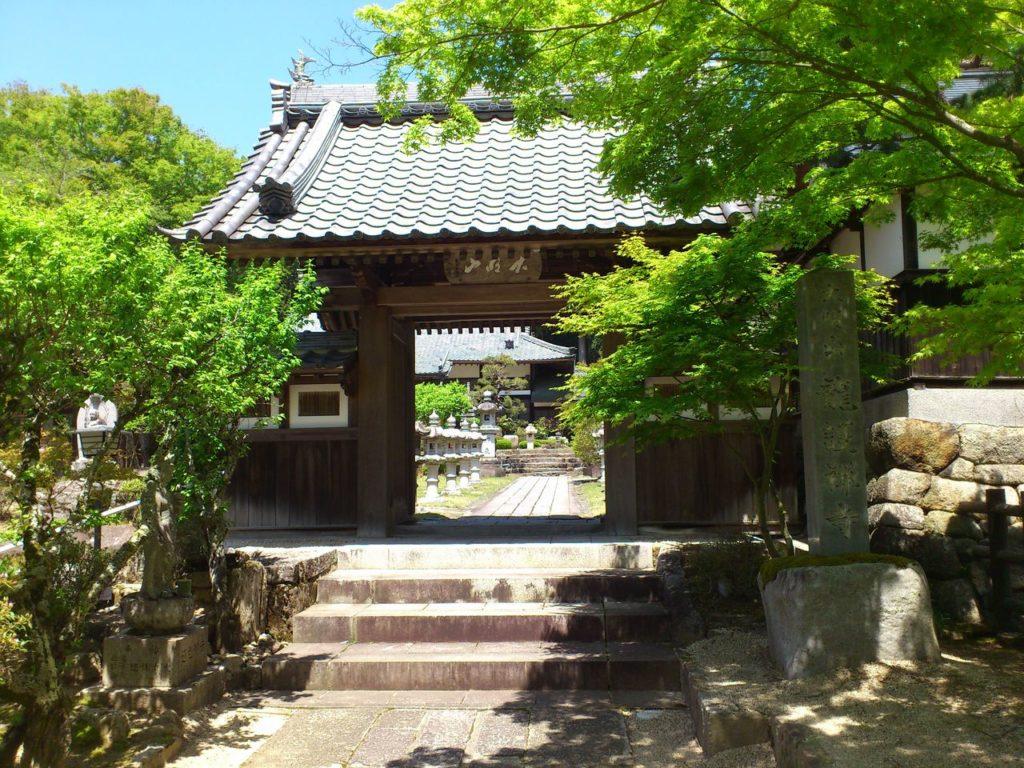 龍護寺の山門