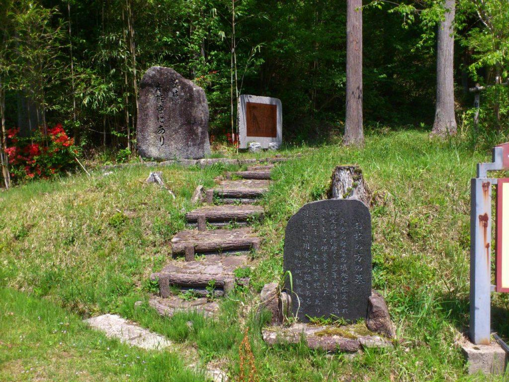 お牧の方の墓所の入口