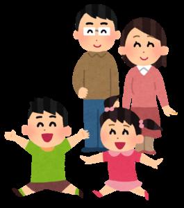 子供を見守る両親