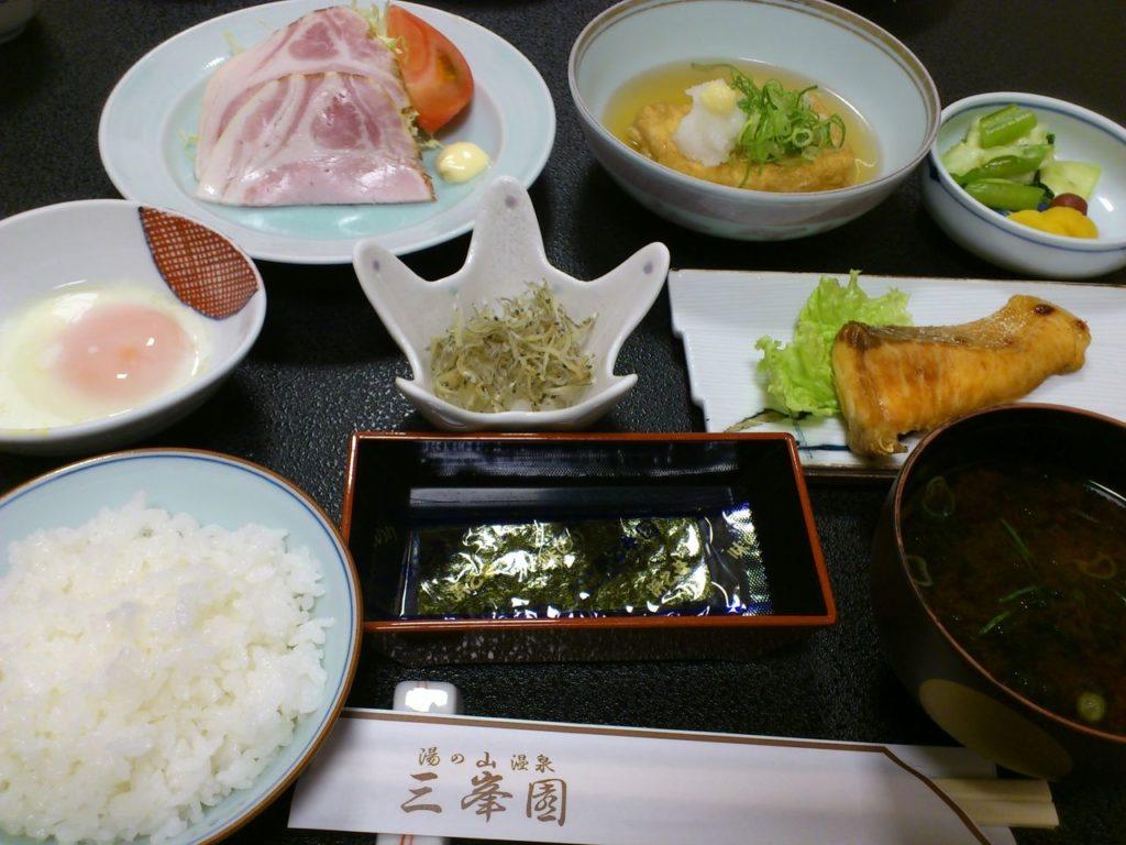 湯の山温泉の旅館「三峯園」の朝食