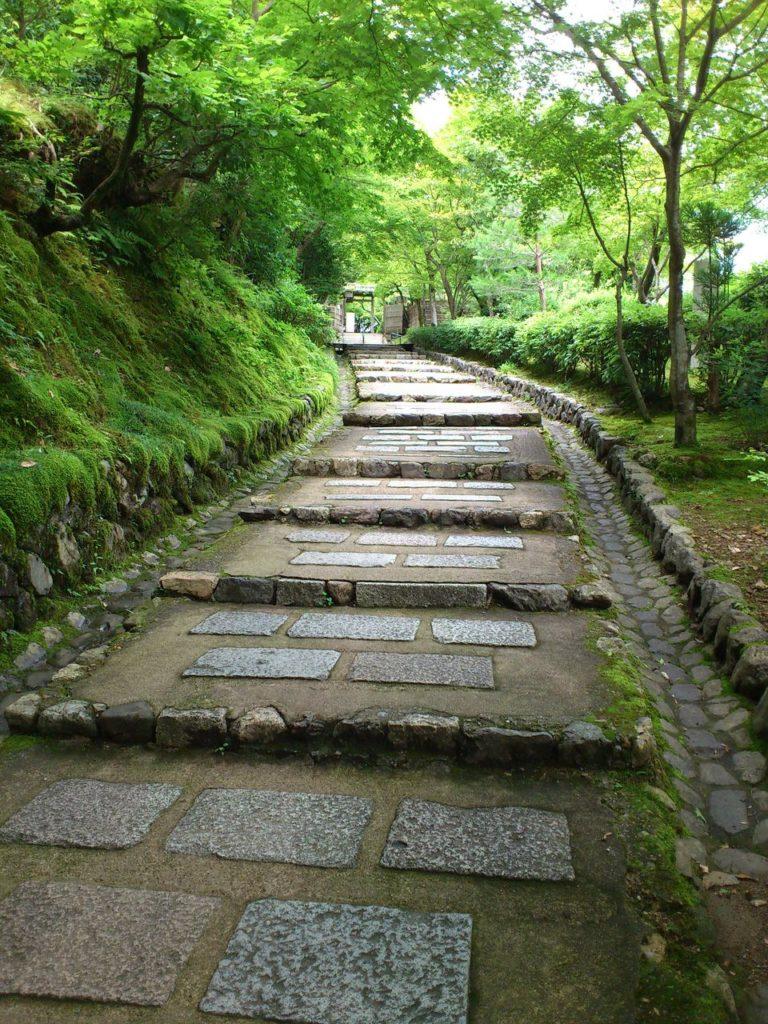 あだし野念仏寺の登り坂