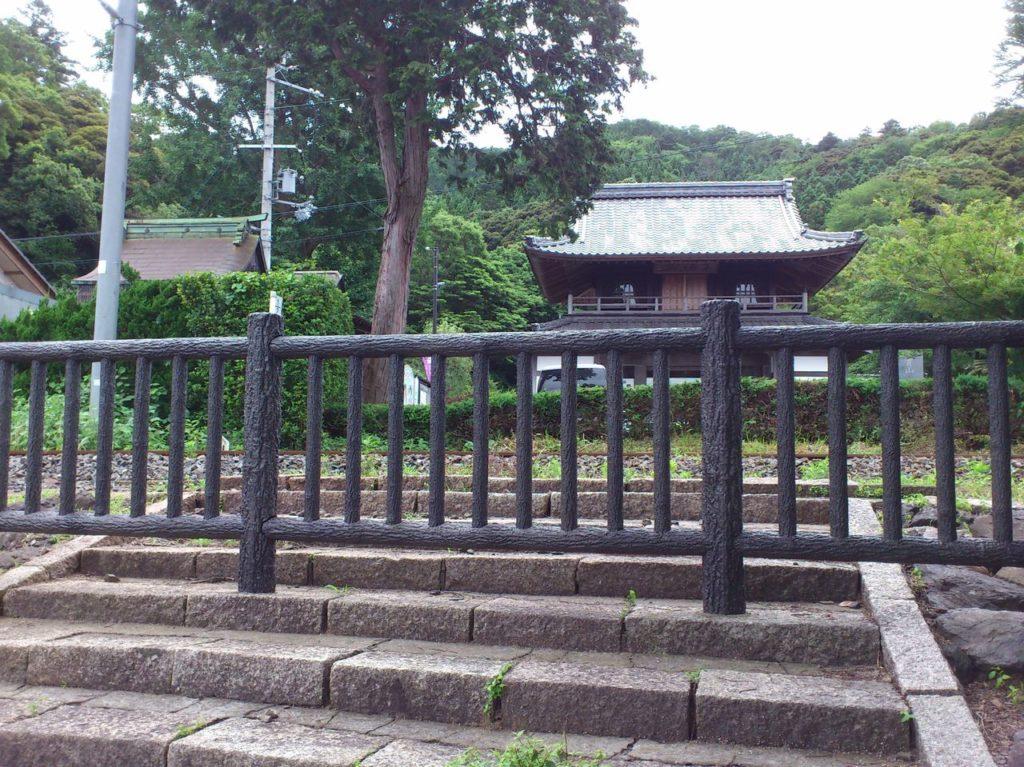 常高寺の手前の柵
