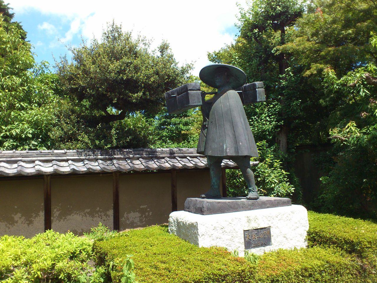 近江商人の銅像