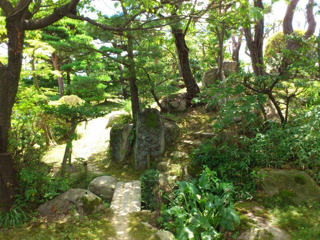 石山寺のある伽藍山へ