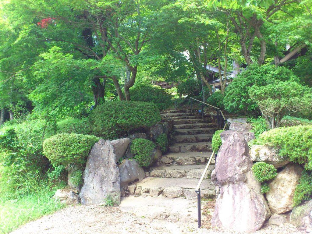 石道寺の参道
