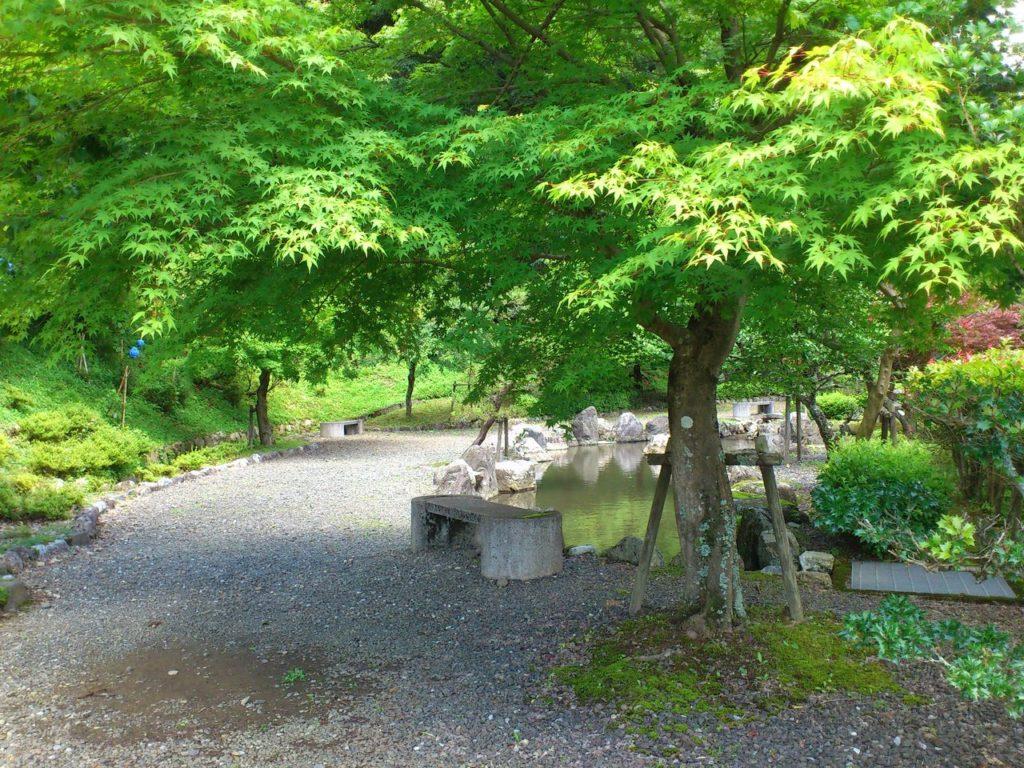 石道寺の庭園