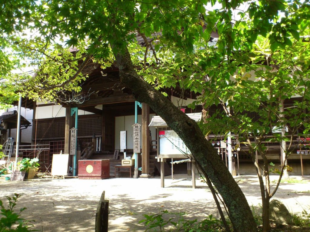 村雲瑞龍寺の境内