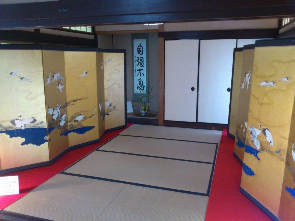 中江準五郎邸一階の金屏風と掛け軸