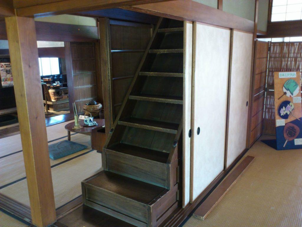 外村繁邸の母屋の階段