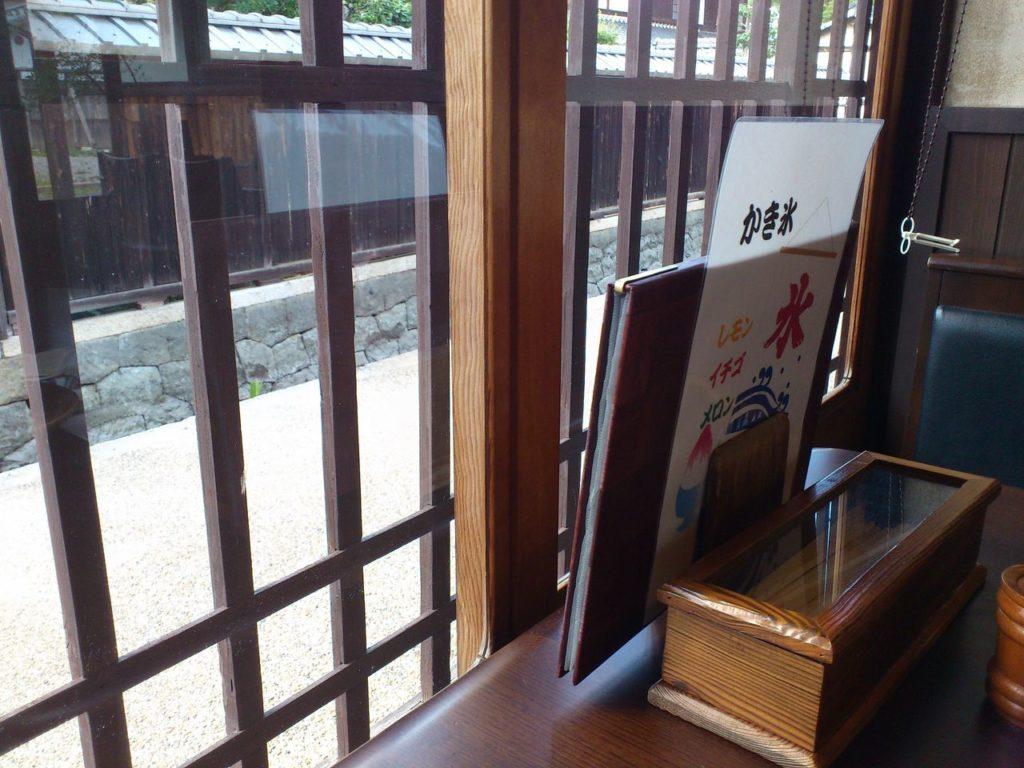 うどんと喫茶の店いっぺき(店内から外を見て)