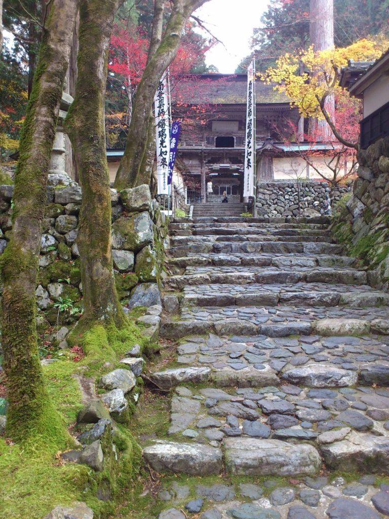 仁王門へと続く階段