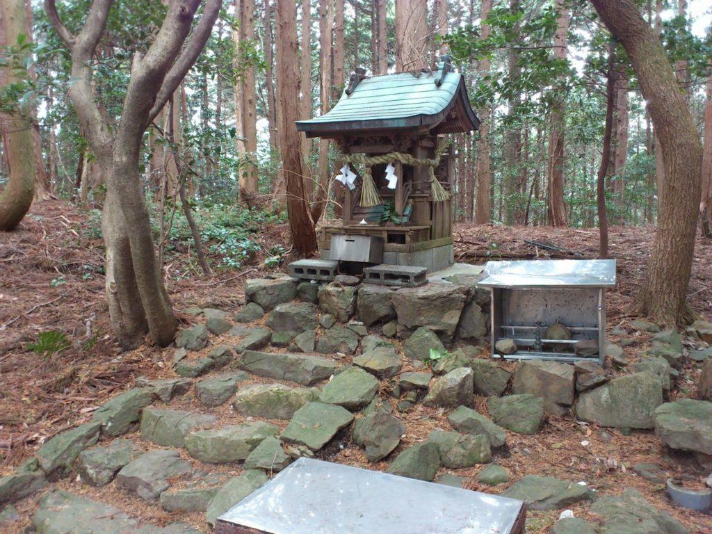 福王神社の奥の院の祠
