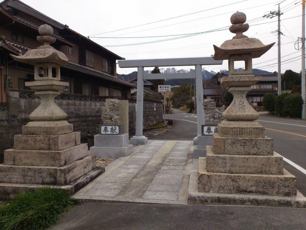 福王神社の参道の途中