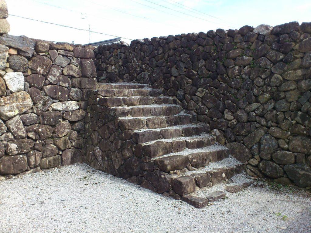 竹中氏陣屋跡の櫓門への階段