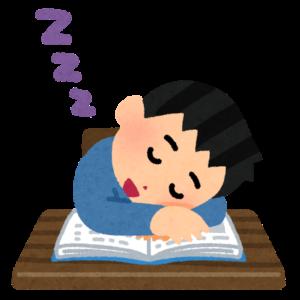 本で寝落ちする男性