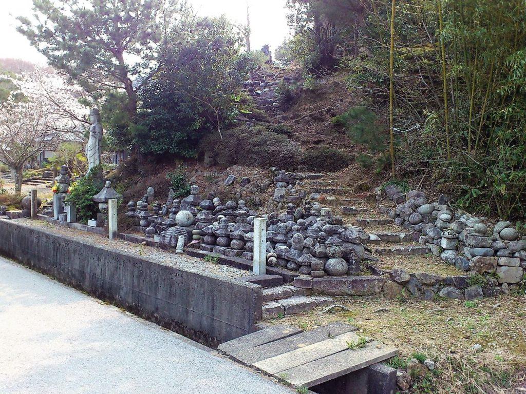 石堂寺の石仏群