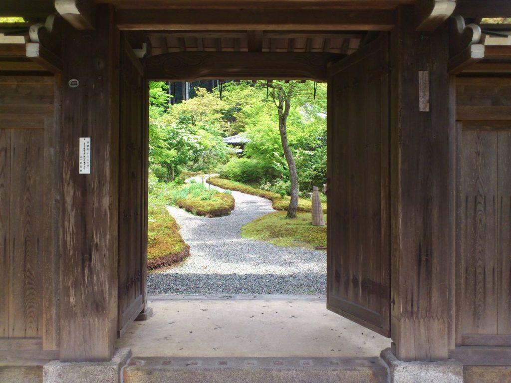 近江孤篷庵の山門