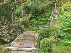近江孤篷庵の宝篋印塔