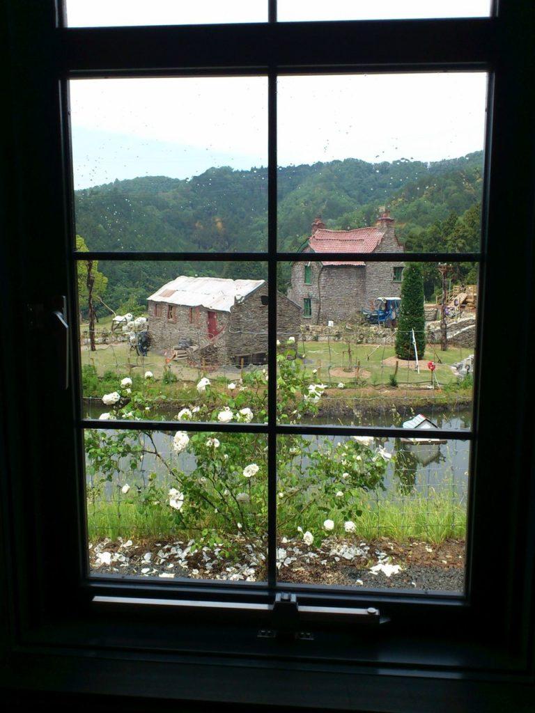 ローザンハウスの窓