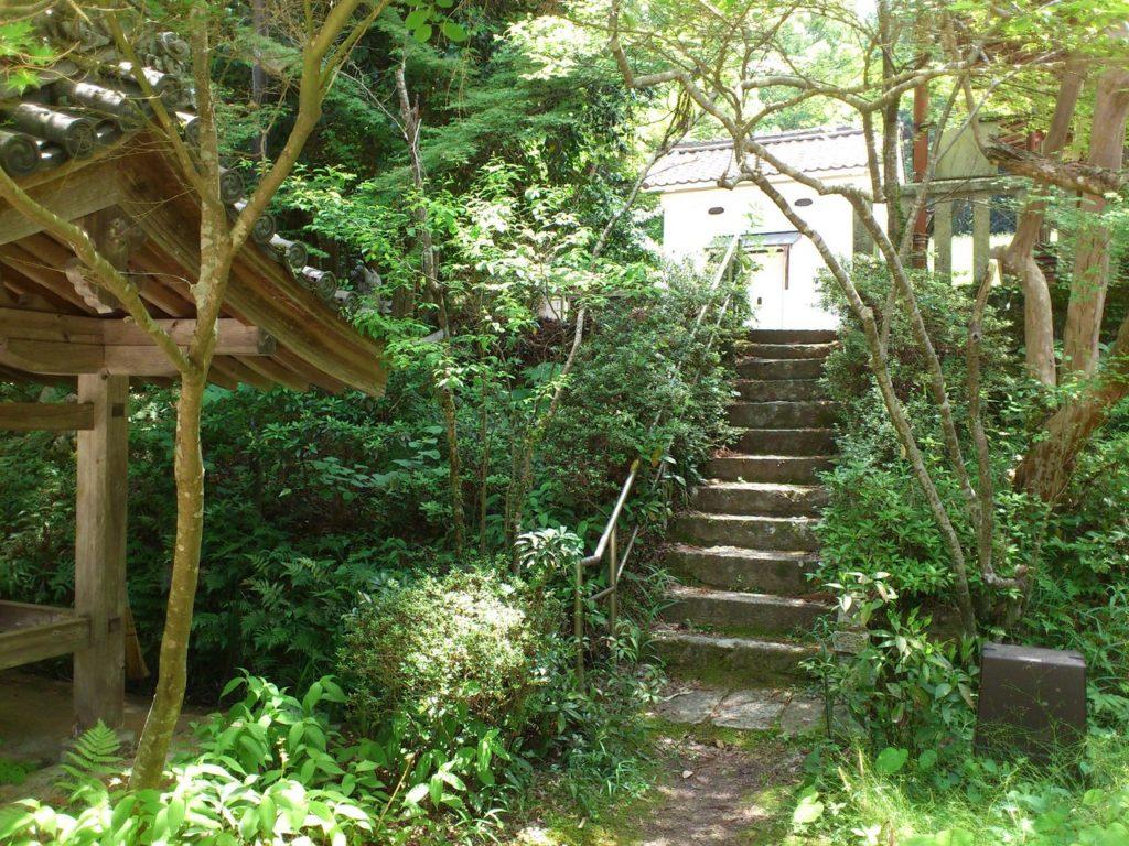 白山神社への階段