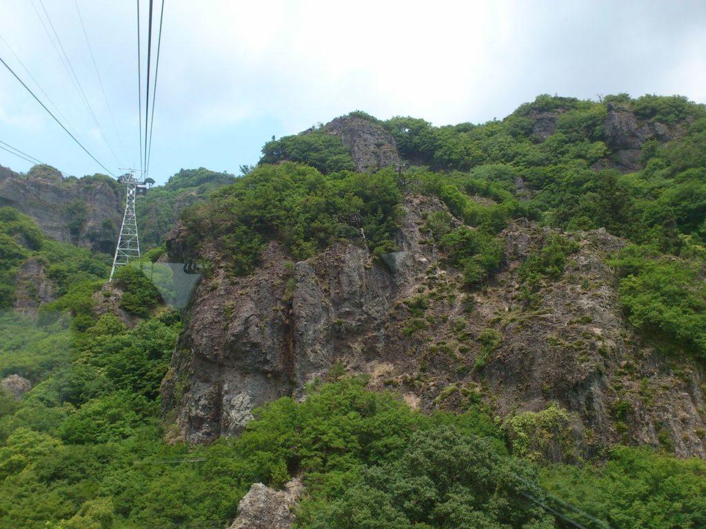 ロープウェイから見る奇岩