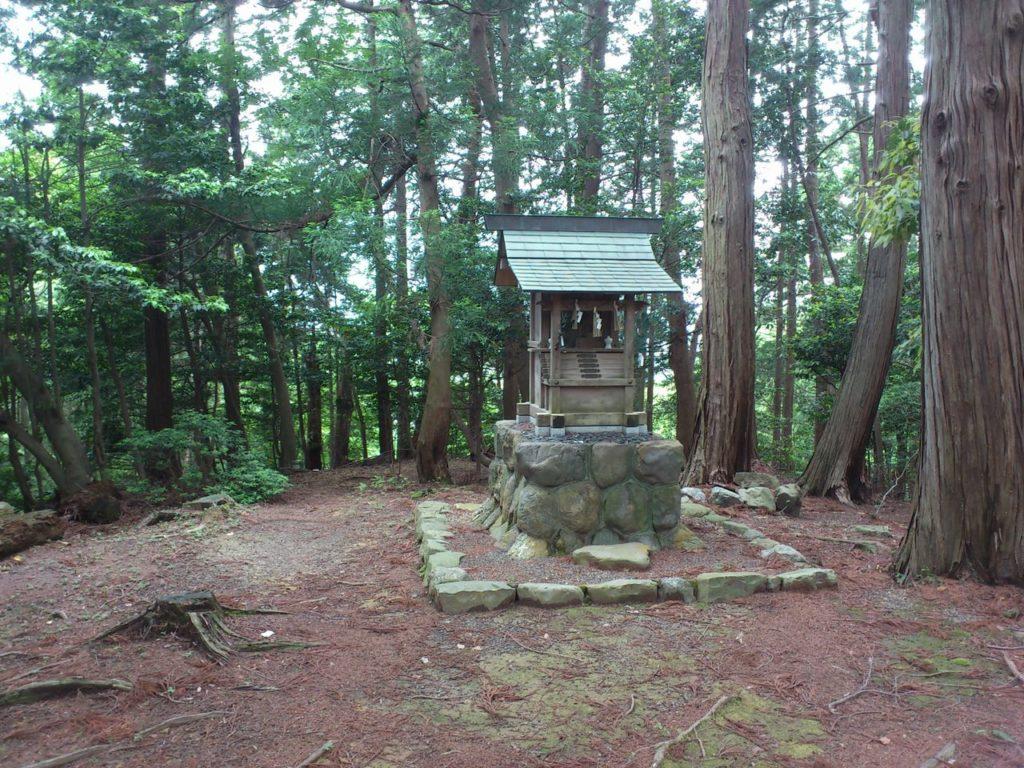 山之神神社の祠