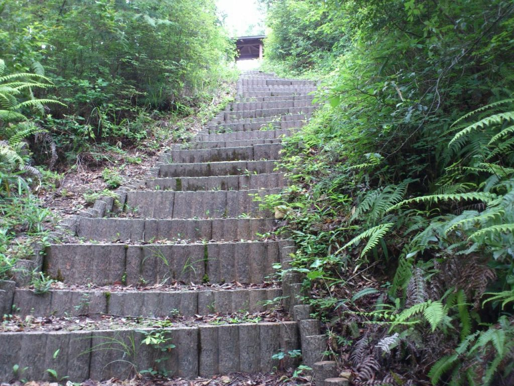樹脂製擬木の階段