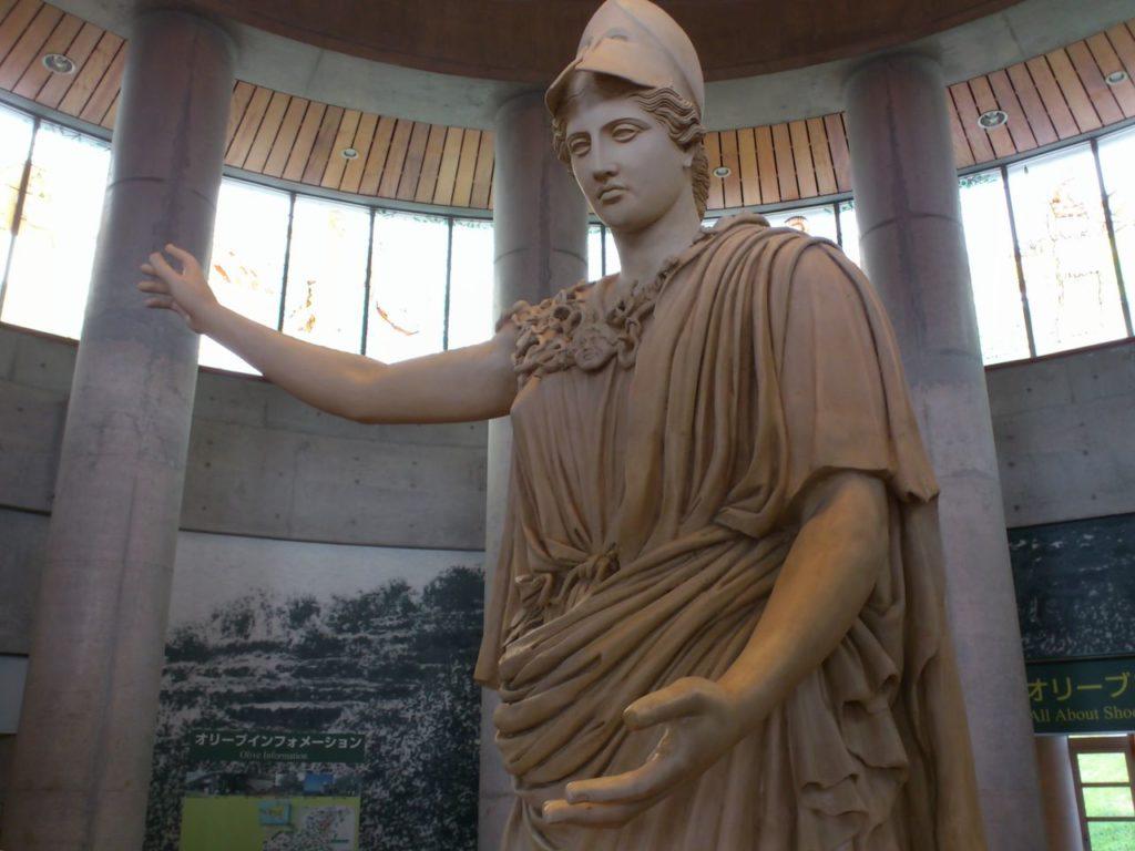 女神アテナの石像