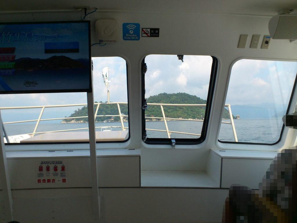 船内から見た竹生島