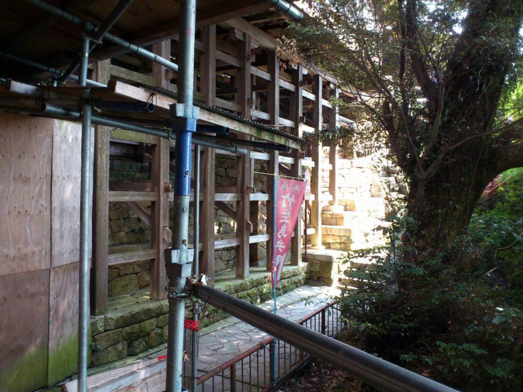 船廊下を支える木組み