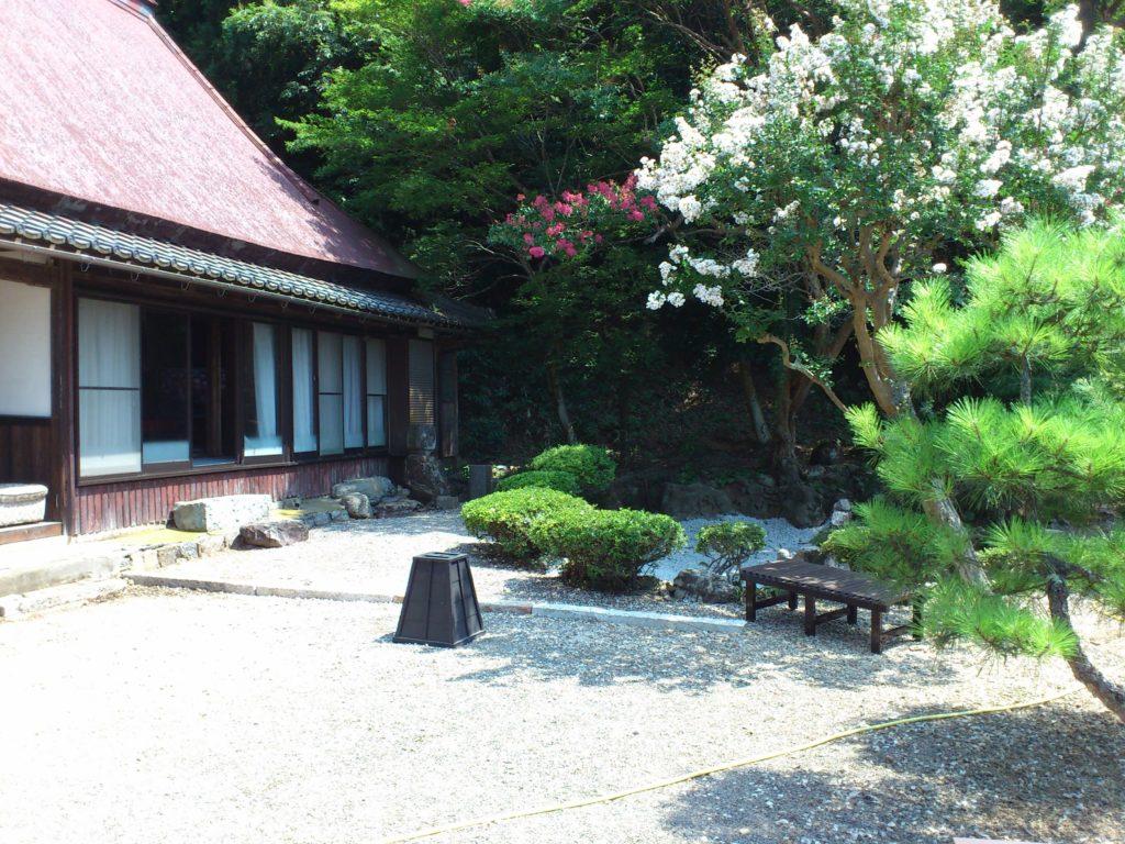 観音寺本坊の庭