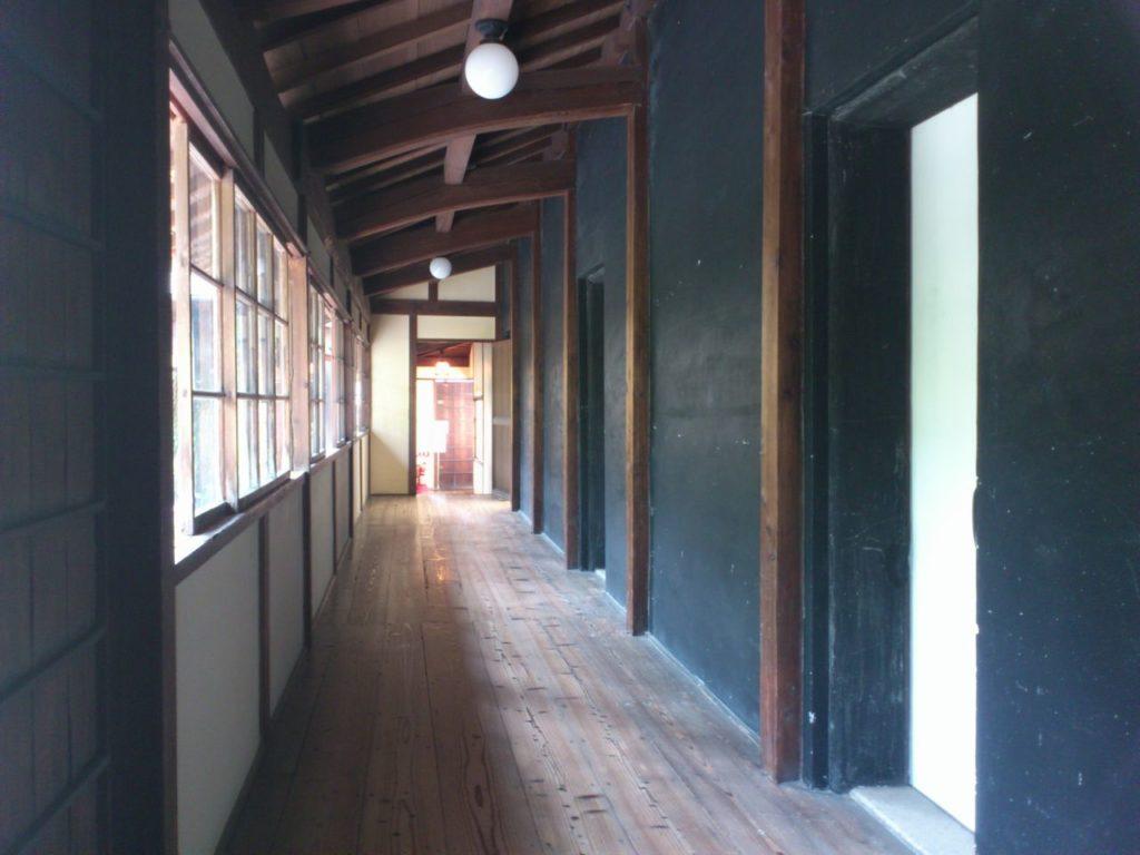 番蔵棟の廊下