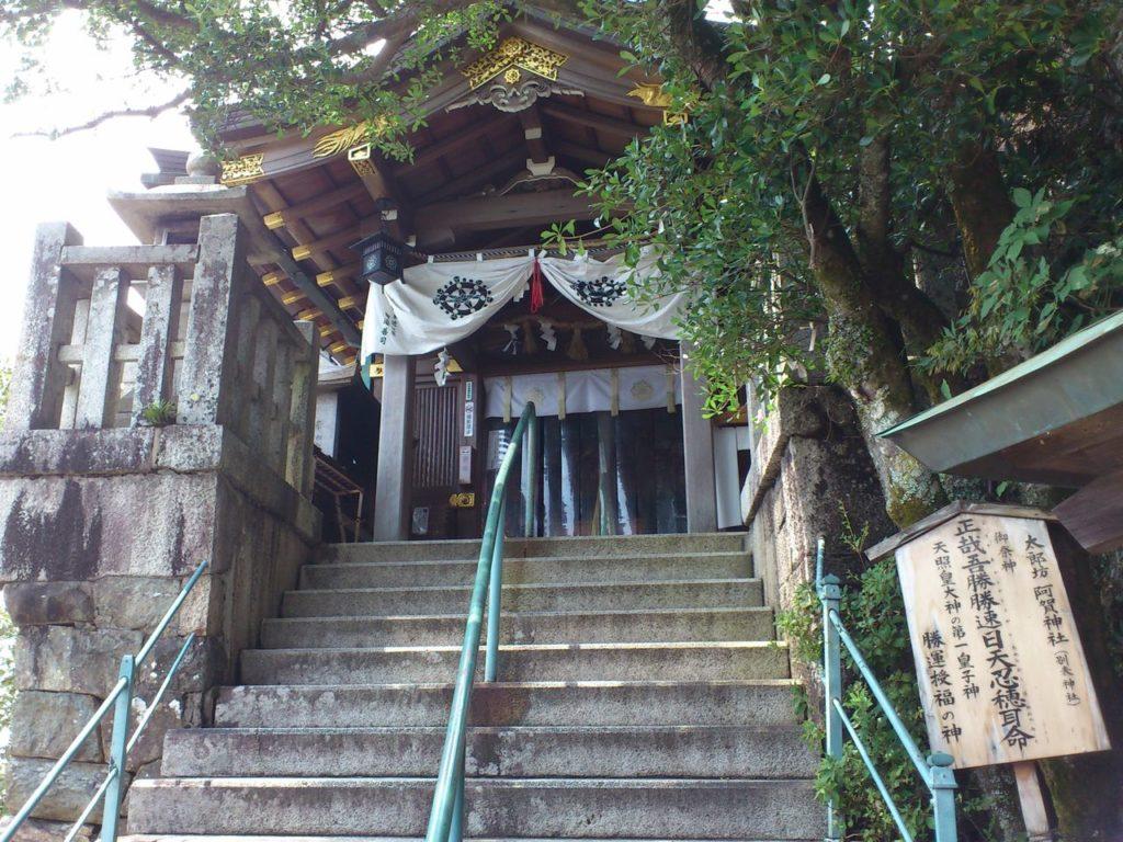 太郎坊宮の本殿