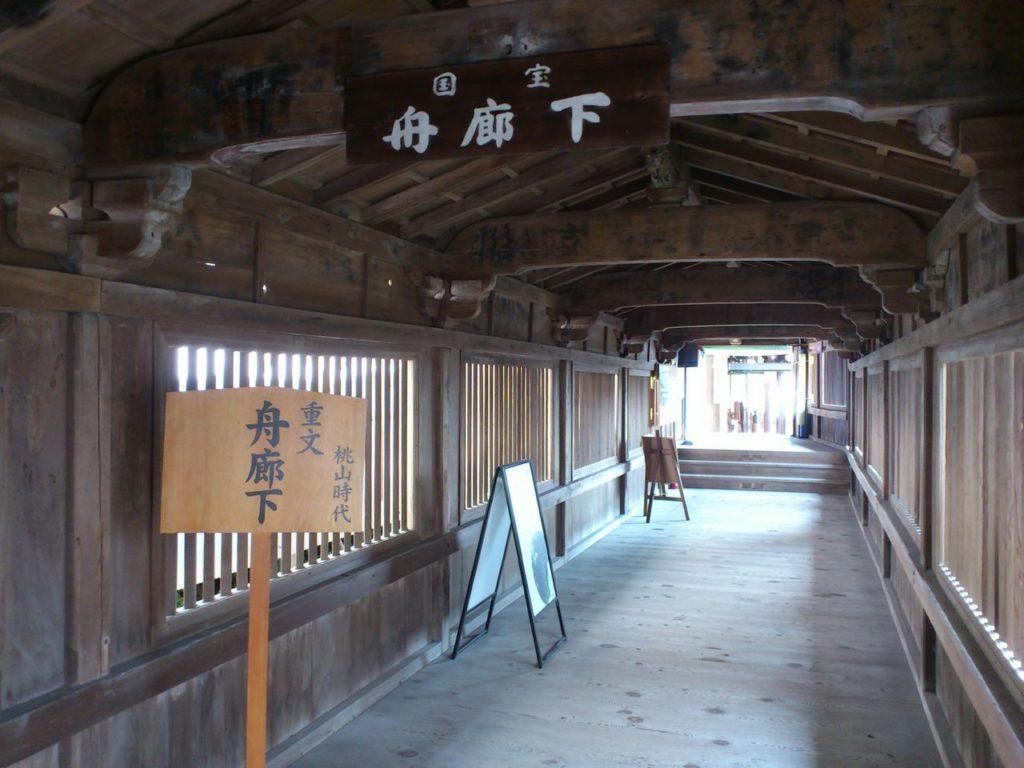 舟廊下(観音堂側から)