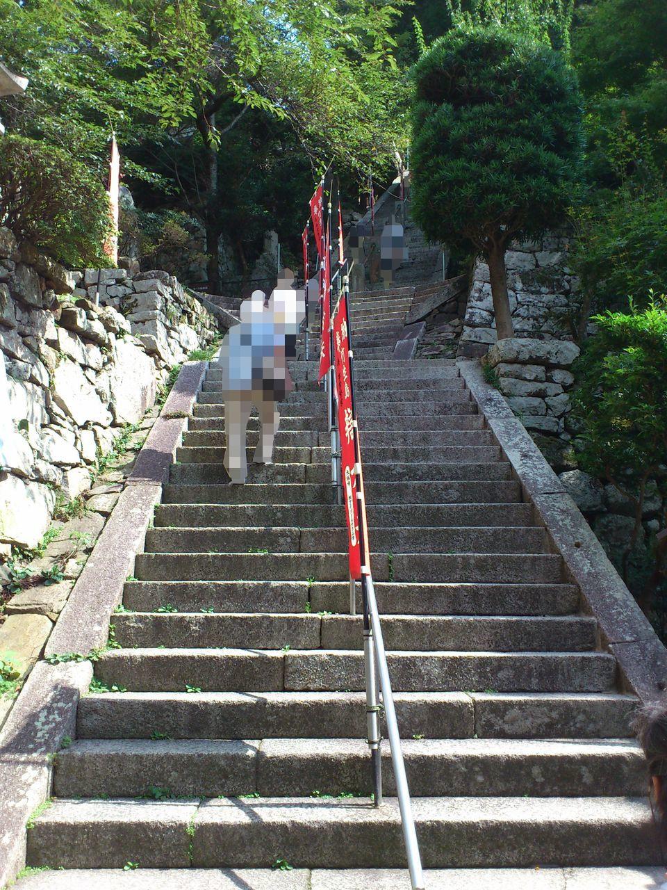 宝厳寺本堂への石段