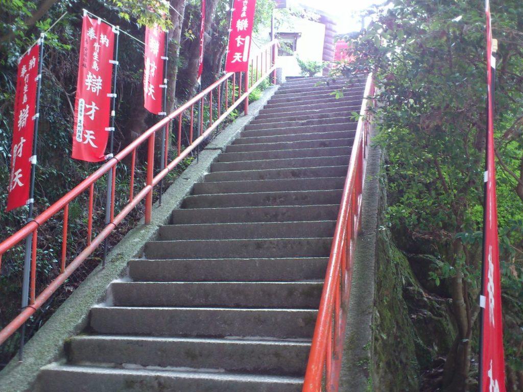 三重塔への階段