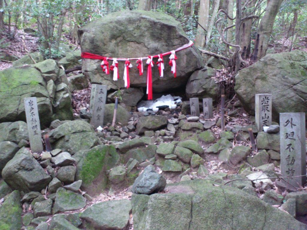 信仰の対象となる巨石