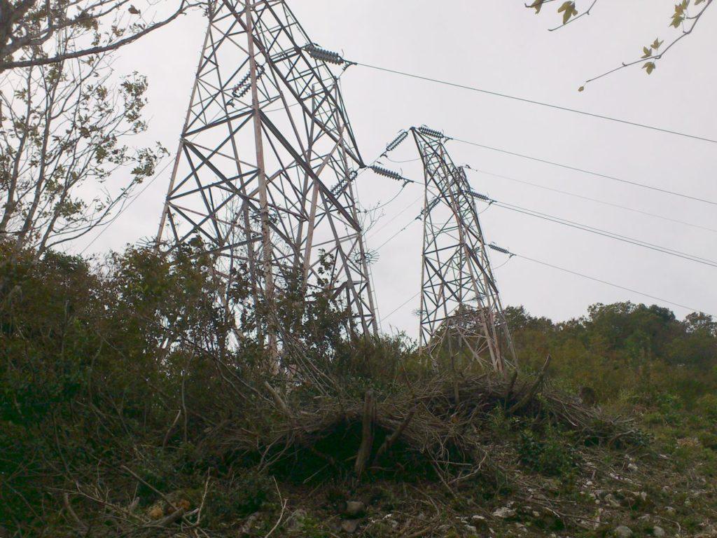 並列の鉄塔