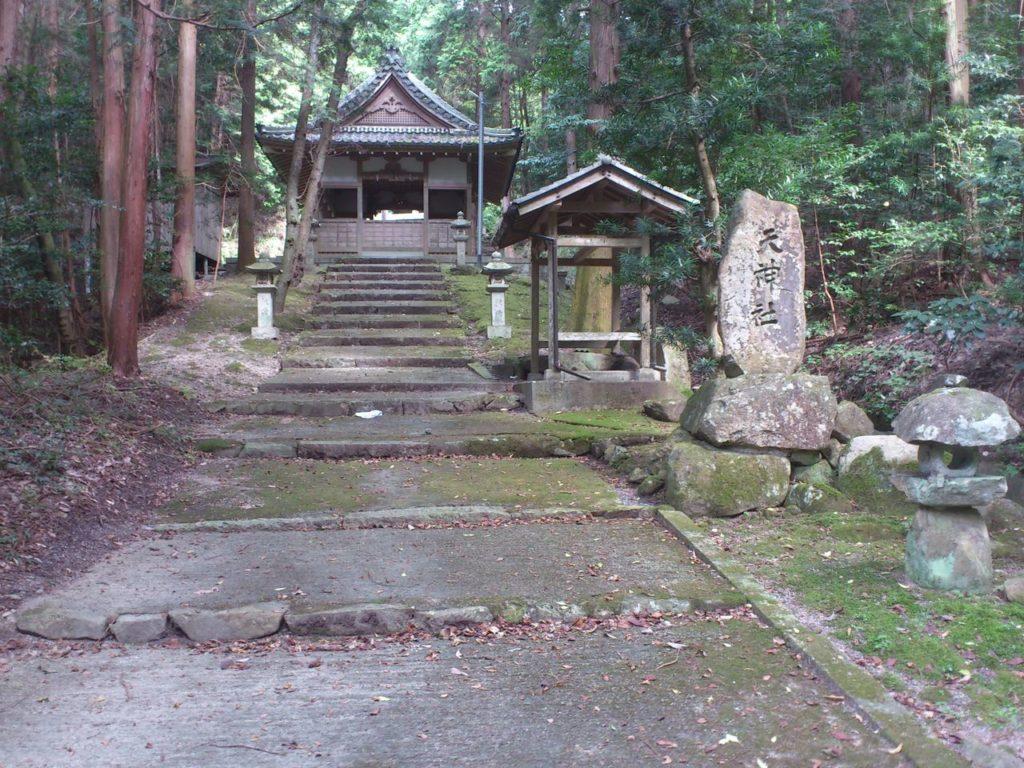 天神社の拝殿
