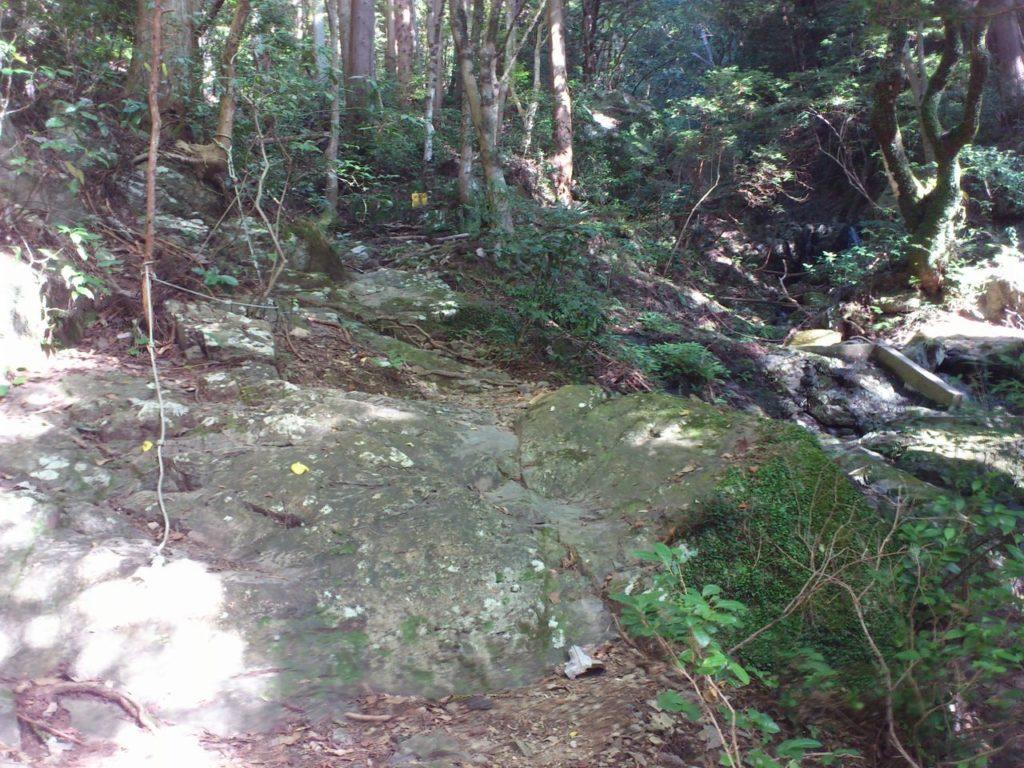 1つ目の大岩場